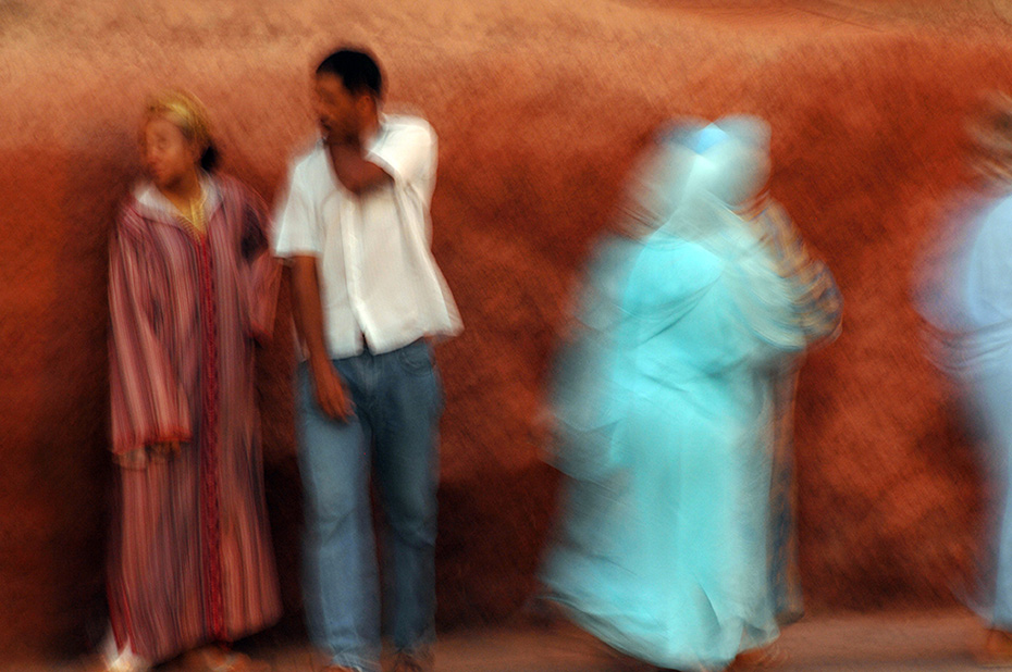 Movements in Marrakech - Vibrant life out of the walls - by Enrico Labriola